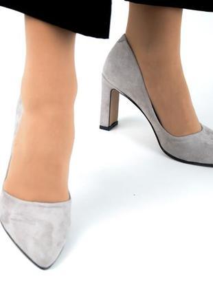 Туфли лодочки из натуральной кожи на среднем тонком каблуке 8см