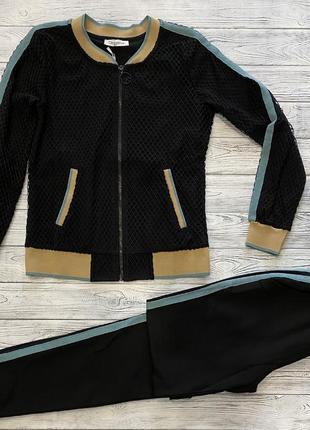 Женский чёрный прогулочный костюм с кофтой в крупную сетку