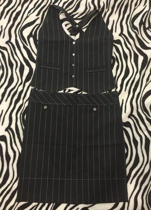 Игривый деловой костюм: желет + юбка