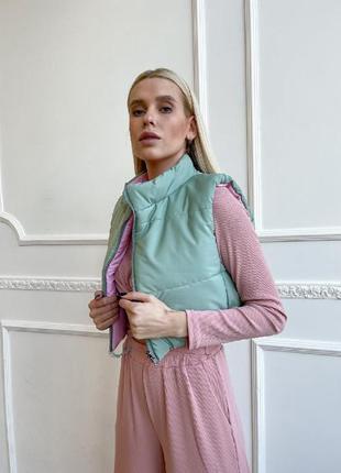 Укороченная двухсторонний жилет жилетка розовый + оливка куртка весна