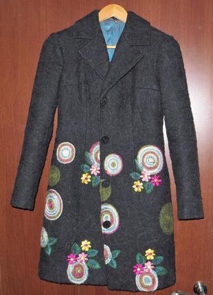 Дизайнерское пальто в единственном экземпляре. размер 44-46.