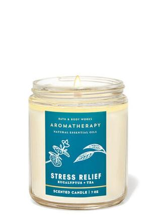 Свеча ароматизированная eucaliptus tea bath and body works