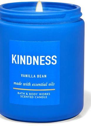 Ароматизированная свеча kindness vanilla bean bath and body works