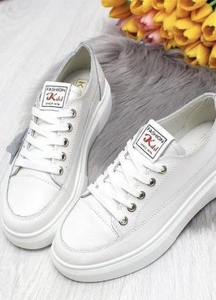 Стильные кожаные кроссовки  по акционной цене 670 грн