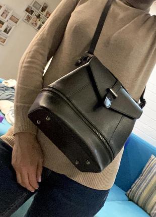 Продаю стильную кожаную сумку (фабричная италия )