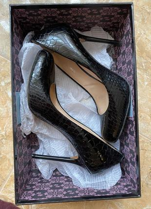 Туфли с тиснением кроко carlo pazolini 37 р
