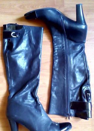 Демисезонные кожаные высокие сапоги на каблуке fellini  39р