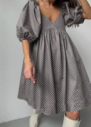 Стильное платье в цветах в наличии