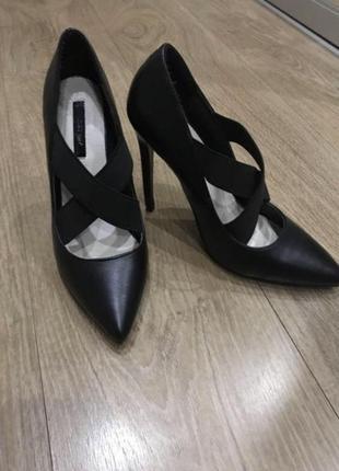 Новые кожаные туфли лодочки на шпильке