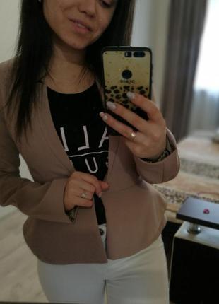 Пиджак жакет женский бежевого цвета классика