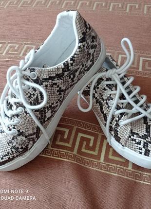 Стильні кросівки george 39 розмір