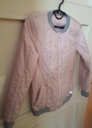 Весяна куртка