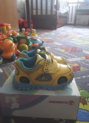 Детские кроссовки 22 размера