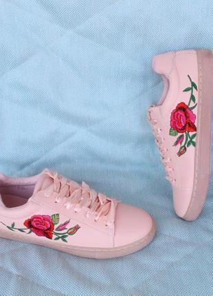 Пудровые кеды, кроссовки 37, 39, 41 размера с вышивкой