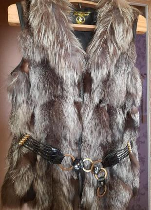 Натуральная меховая жилетка чернобурка