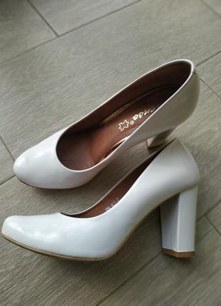 Туфли кожанные белые деловые офисные нарядные классика свадебные