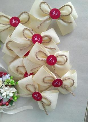 Свадебные бутоньерки для гостей с инициалами молодых