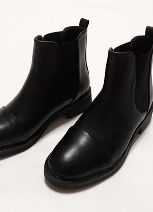 Женские черные демисезонные ботинки из эко-кожи
