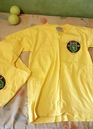 Две футбольные футболки