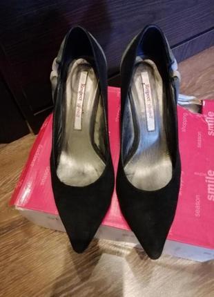 Классические туфли на небольшой шпильке