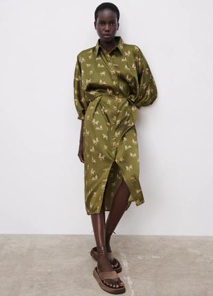 Актуальное сатиновое платье рубашка в оливковый принт zara