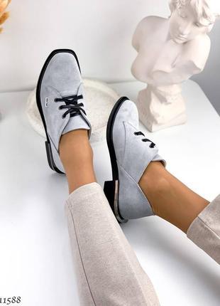 Низкие серые туфли из натуральной замши со шнуровкой