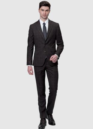 Коричневый костюм от бренда arber в клетку на высокого мужчину