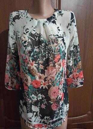 Цветная блуза с цветами и  застежкой сзади