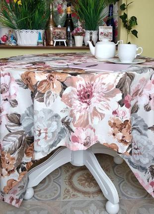 Хлопковая скатерть с крупными пудровыми  цветами с водоотталкивающей ткани 110*160 см