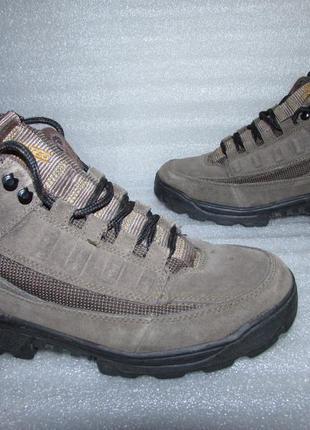 Фирменные прочные ботинки натуральная кожа ~hi-tec ~ р 38