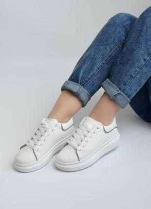 """Рефлективные кеды/кроссовки """"aesd"""" белые в стиле alexander mcqueen со светоотражающими элементами"""