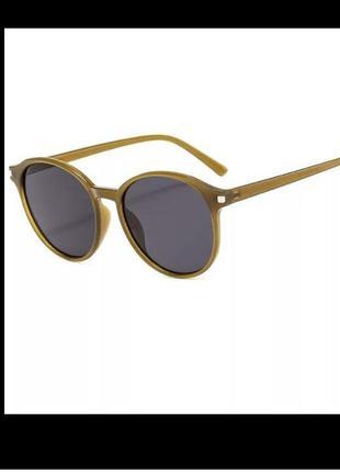 Стильные круглые очки в оправе цвета хаки
