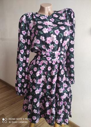 Милое платье в цветочный принт