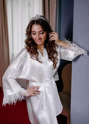 Атласний халат зі страусиним пір'ям для ранку нареченої