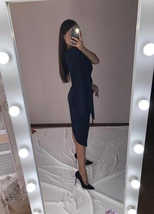 Платье с рукавами-накидкой