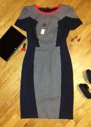 Эффектное платье-футляр, моделирующее фигуру ;)