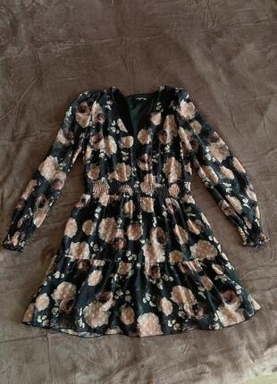 Чёрное шифоновое платье с цветочным принтом