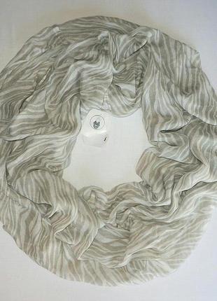 Нежный шарф хомут, снуд серо-белой расцветки из германии.