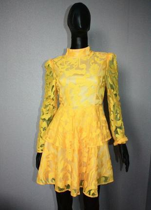 Очень красивое нарядное платье prettylittlething ярусное