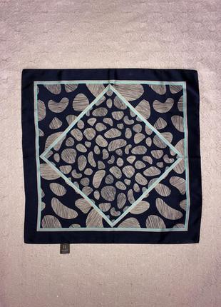 Шелковый маленький платок