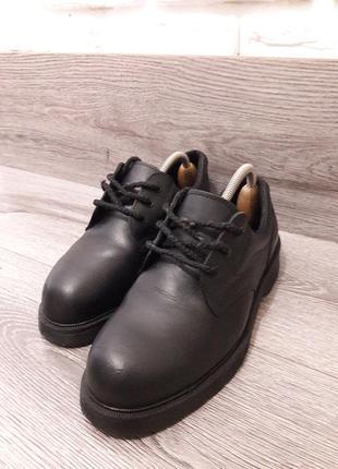 Туфли с железным носком