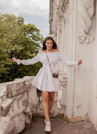 Белое платье летнее с открытыми плечами из хлопка