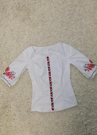 Новая блузка вышитая 44