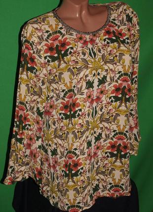 Красивая блуза (л замеры) цветочный узор, украшена бисером, отлично смотрится. next