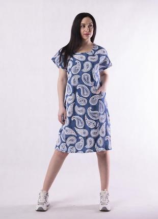 Женское летнее платье свободного кроя.