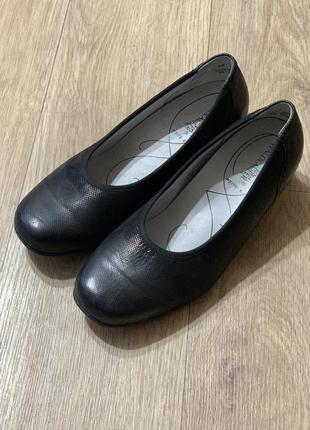 Комфортные женские туфли на низком каблуке 39р