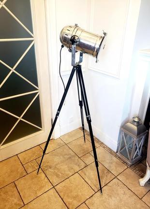 Уникальный торшер прожектор софит на треноге. лофт. светильник, лампа
