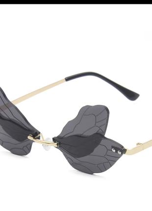 Чёрные солнцезащитные очки-бабочки