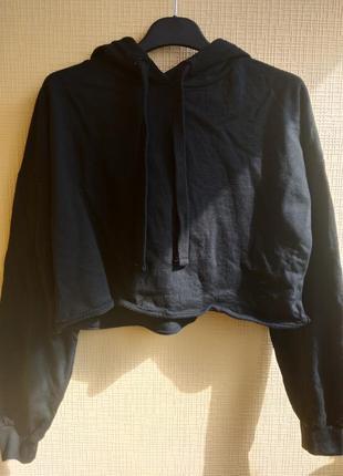 Укороченный черный худи / свитшот / толстовка с капюшоном