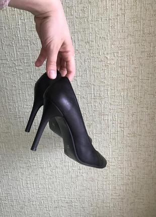 Черные кожаные туфли лодочки на тонком каблуке 9 см, размер 37